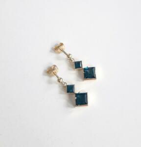 14 krt. gouden oorstekers met london bleu topaas € 795,00