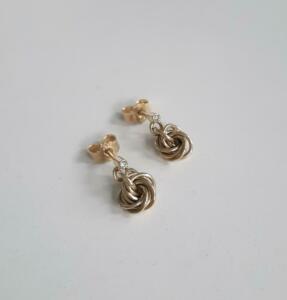 14 krt. gouden oorstekers met diamanten € 559,00