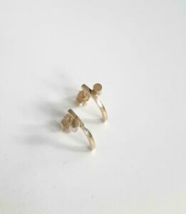 14 krt. gouden oorstekers € 325,00